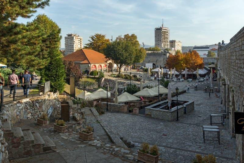 Εσωτερική άποψη του φρουρίου και του πανοράματος στην πόλη των ΝΑΚ, Σερβία στοκ εικόνα