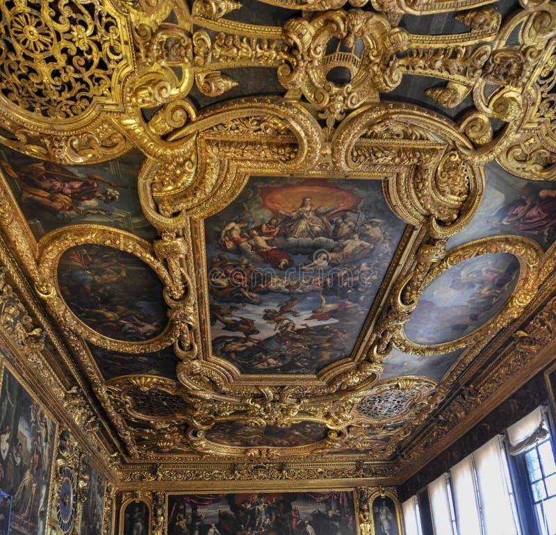 Εσωτερική διακόσμηση πολυτέλειας Doges του παλατιού στη Βενετία Ιταλία στοκ φωτογραφίες με δικαίωμα ελεύθερης χρήσης