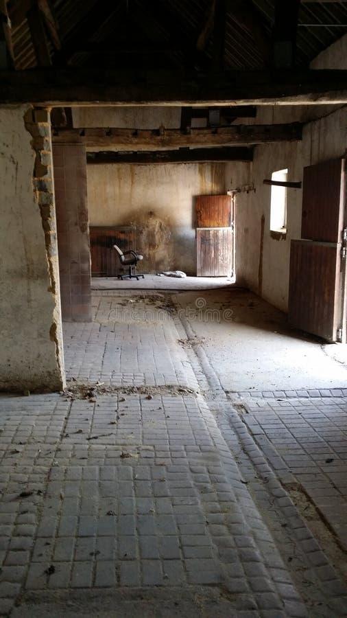 Εσωτερική παλαιά σιταποθήκη αλόγων στοκ φωτογραφία με δικαίωμα ελεύθερης χρήσης