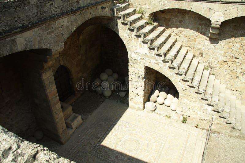 εσωτερική σκάλα στην αυλή στοκ φωτογραφίες