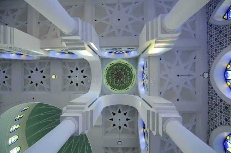 Εσωτερικός θόλος του σουλτάνου Ahmad Shah 1 μουσουλμανικό τέμενος σε Kuantan στοκ φωτογραφία με δικαίωμα ελεύθερης χρήσης
