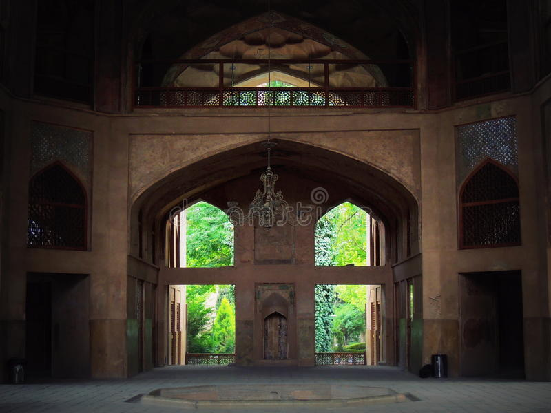 Εσωτερικός και κεντρικός πολυέλαιος παλατιών Behesht Hast στο Ισφαχάν στοκ φωτογραφία με δικαίωμα ελεύθερης χρήσης