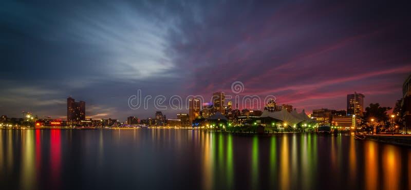Εσωτερικός λιμενικός ορίζοντας της Βαλτιμόρης - νυχτερινός ουρανός στοκ φωτογραφίες με δικαίωμα ελεύθερης χρήσης