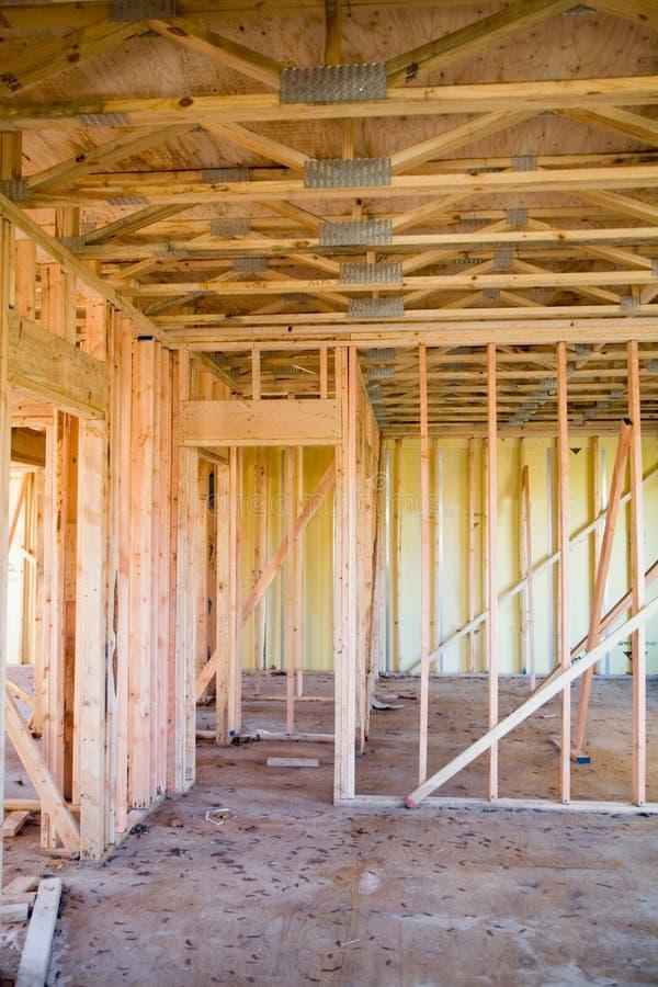 εσωτερικός νέος κατώτερος οικοδόμησης κτηρίου διαμερισμάτων στοκ φωτογραφία