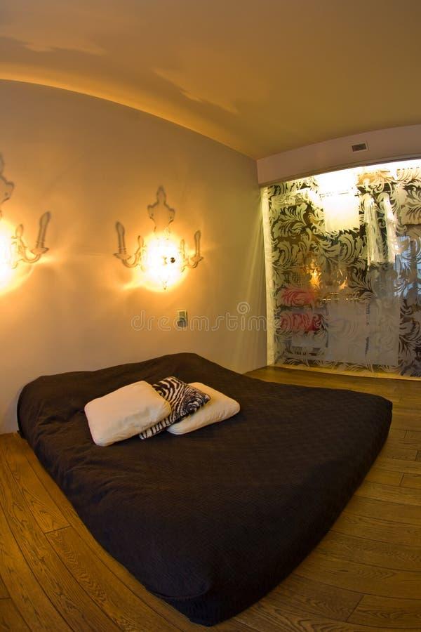 εσωτερικός σύγχρονος κρεβατοκάμαρων στοκ φωτογραφία με δικαίωμα ελεύθερης χρήσης