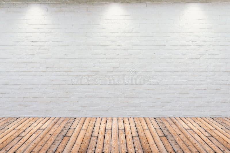 Εσωτερικός τρύγος δωματίων με τον άσπρο τουβλότοιχο και το ξύλινο πάτωμα στοκ εικόνες με δικαίωμα ελεύθερης χρήσης