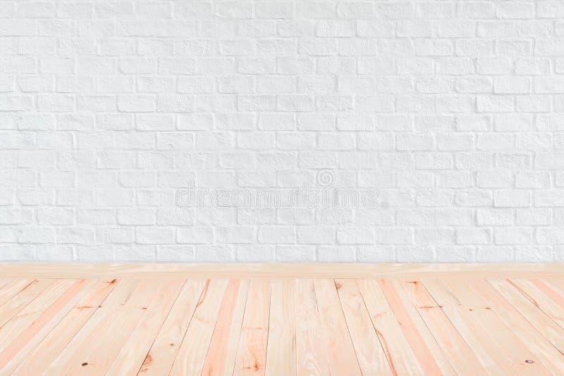Εσωτερικός τρύγος δωματίων με τον άσπρο τουβλότοιχο και το ξύλινο πάτωμα backg στοκ εικόνες