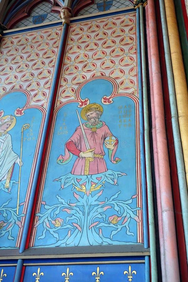 Εσωτερικός χρωματισμένος τοίχων καθεδρικός ναός της Notre Dame επιτροπών  στοκ εικόνες
