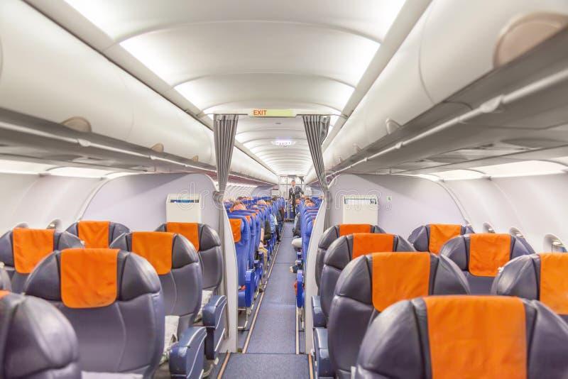 Εσωτερικό αεροσκαφών διαφορετικό εμφανίζοντας ταξίδι χρονικού timezone έννοιας επιχειρησιακών ρολογιών ανασκόπηση περισσότερο το  στοκ φωτογραφία με δικαίωμα ελεύθερης χρήσης