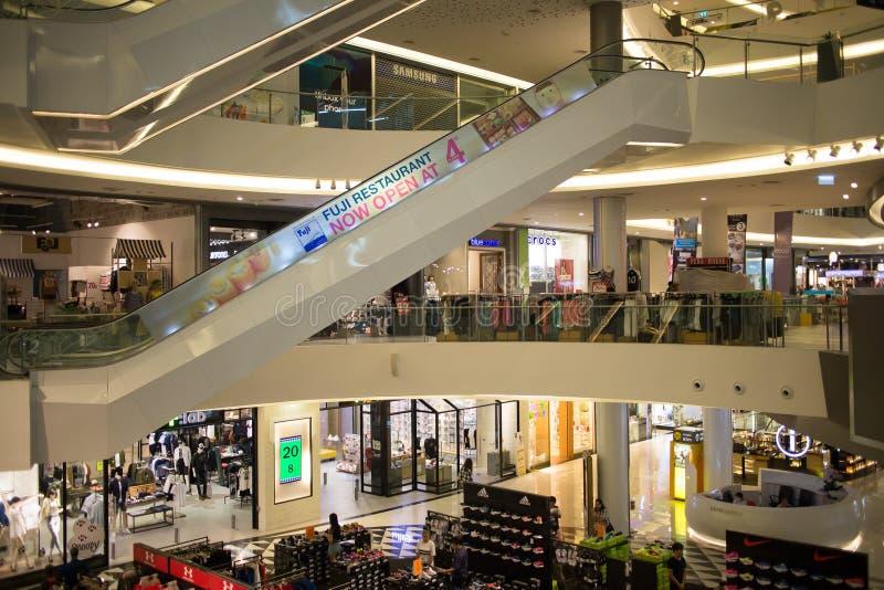 Εσωτερικό εμπορικό κέντρο τρόπου ζωής της Maya στοκ φωτογραφία με δικαίωμα ελεύθερης χρήσης