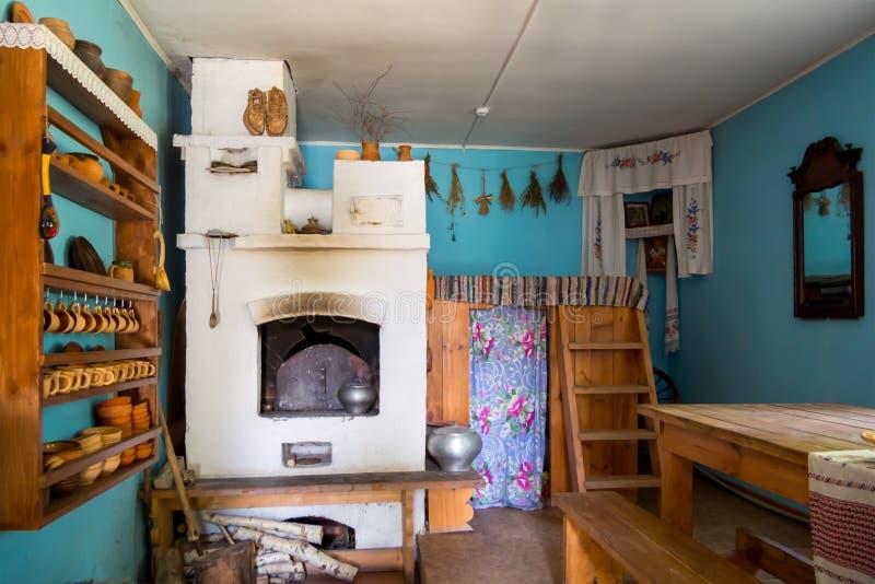 Εσωτερικό ενός παλαιού του χωριού σπιτιού, αναδημιουργία του τοπικού μουσείου ιστορίας Zadonsky, η πόλη στοκ φωτογραφία