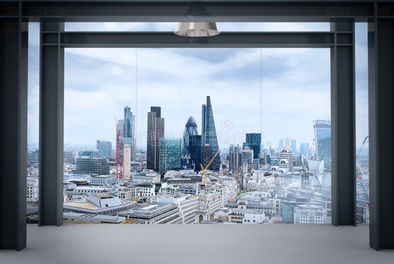 Εσωτερικό διάστημα του σύγχρονου κενού εσωτερικού γραφείων με την πόλη του Λονδίνου στοκ φωτογραφία με δικαίωμα ελεύθερης χρήσης