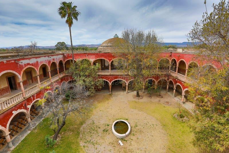 Εσωτερικό δικαστήριο που βλέπει από το jaral hacienda Μεξικό de berrio στεγών στοκ εικόνες