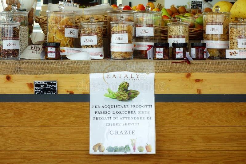 Εσωτερικό ιταλικό κατάστημα Ιταλία καταστημάτων τροφίμων Eataly στοκ εικόνα με δικαίωμα ελεύθερης χρήσης
