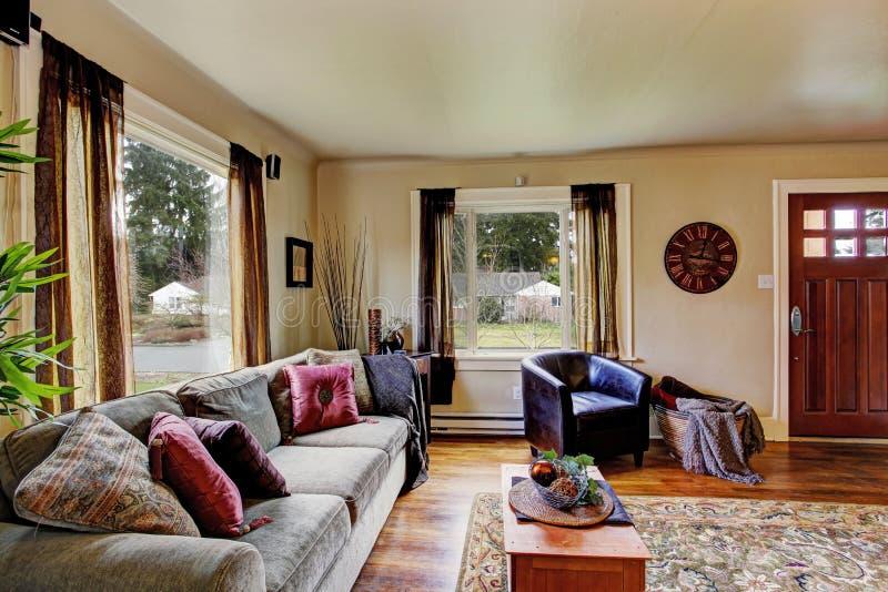 Εσωτερικό καθιστικών στο αμερικανικό σπίτι στοκ εικόνες με δικαίωμα ελεύθερης χρήσης