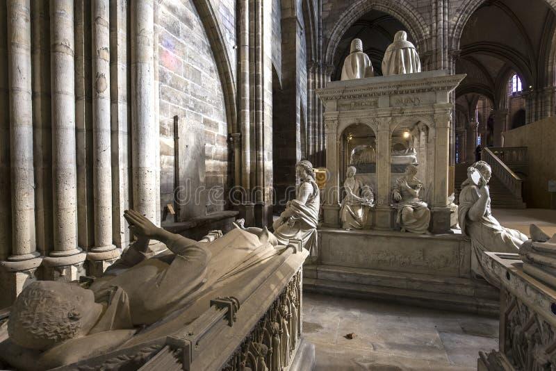 Εσωτερικό και λεπτομέρειες της βασιλικής των Άγιος-denis, Γαλλία στοκ φωτογραφία