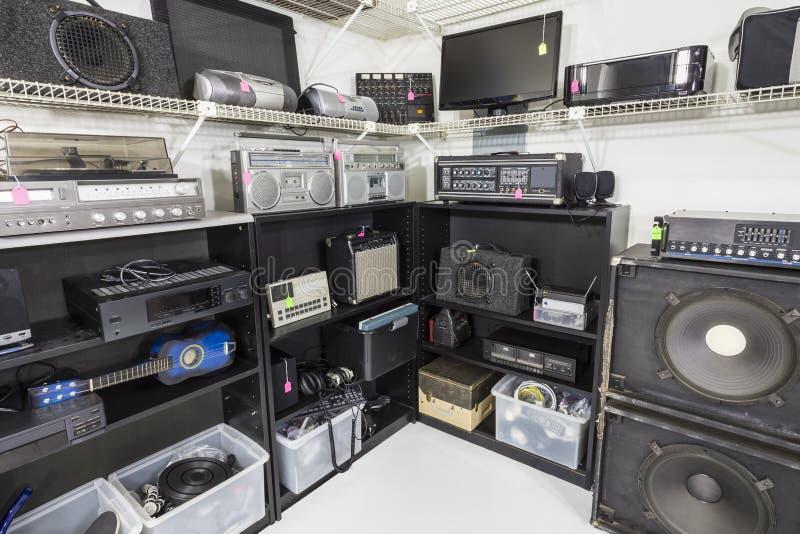 Εσωτερικό κατάστημα μουσικής και ηλεκτρονικής στοκ εικόνα με δικαίωμα ελεύθερης χρήσης