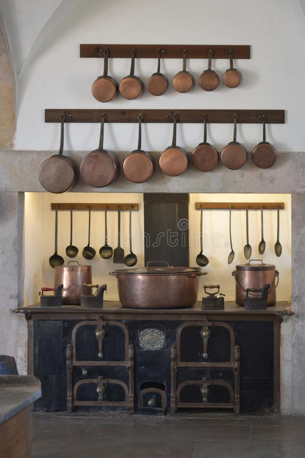Εσωτερικό κουζινών με το εκλεκτής ποιότητας σκεύος για την κουζίνα στοκ φωτογραφίες με δικαίωμα ελεύθερης χρήσης