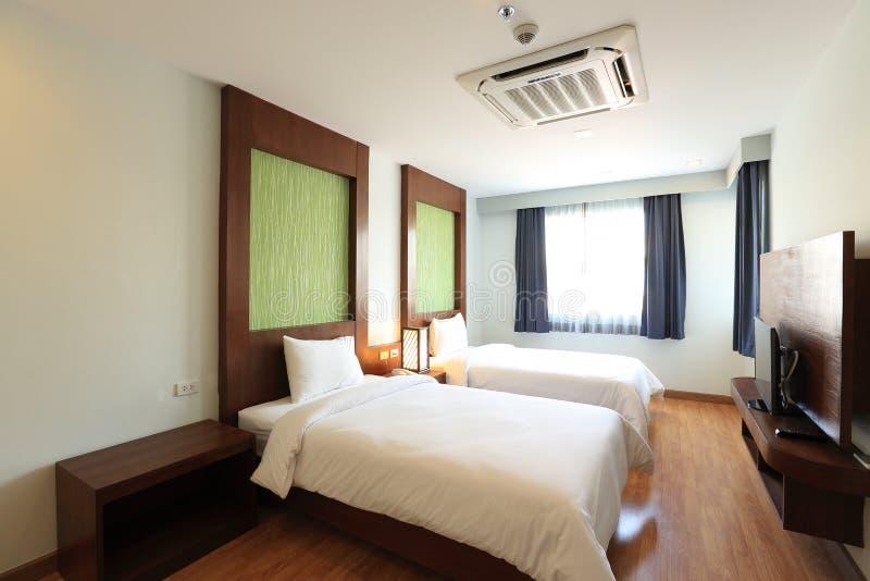 Εσωτερικό κρεβατοκάμαρων δύο κρεβατιών στοκ φωτογραφίες