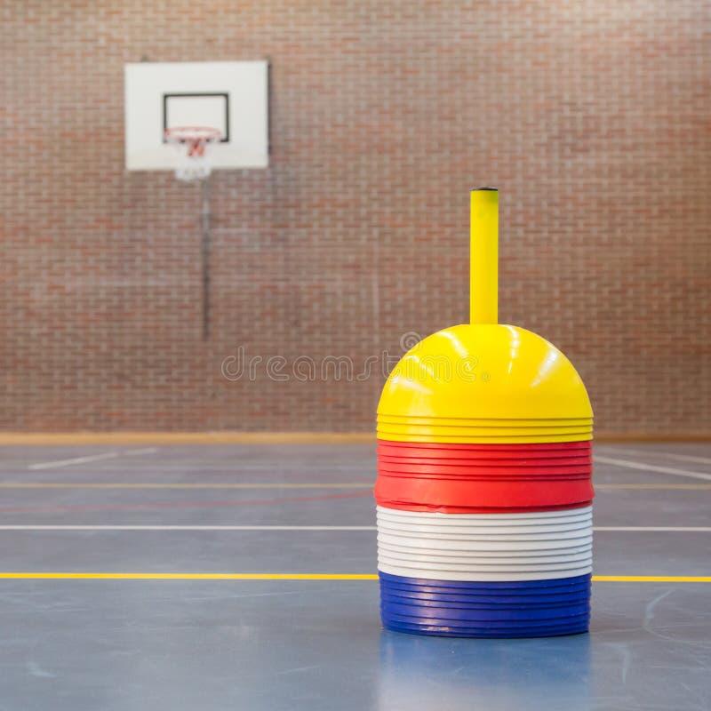 Εσωτερικό μιας γυμναστικής στο σχολείο στοκ εικόνα