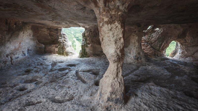 Εσωτερικό μιας μεσαιωνικής κατοικίας πετρών σπηλιών, Κριμαία, Ρωσία στοκ εικόνες με δικαίωμα ελεύθερης χρήσης