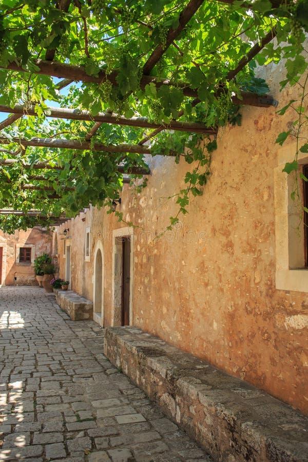 Εσωτερικό μοναστήρι κήπων Arkadi, Κρήτη Ελλάδα στοκ εικόνες με δικαίωμα ελεύθερης χρήσης