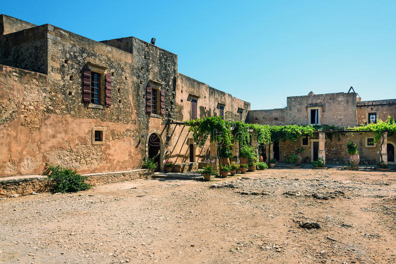 Εσωτερικό μοναστήρι κήπων Arkadi, Κρήτη, Ελλάδα στοκ φωτογραφία με δικαίωμα ελεύθερης χρήσης