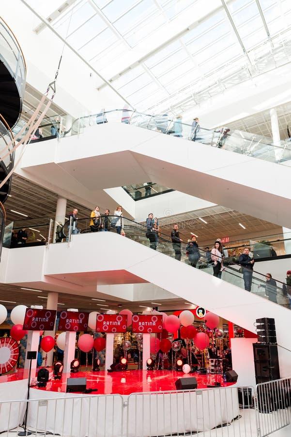 Εσωτερικό νέο εμπορικό κέντρο Ratina στη Τάμπερε στοκ εικόνα με δικαίωμα ελεύθερης χρήσης