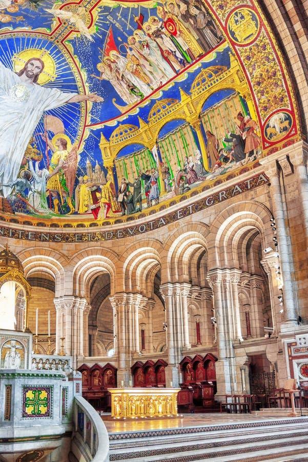 Εσωτερικό Ρωμαίου - καθολική εκκλησία και δευτερεύουσα βασιλική sacre-Coe στοκ εικόνα