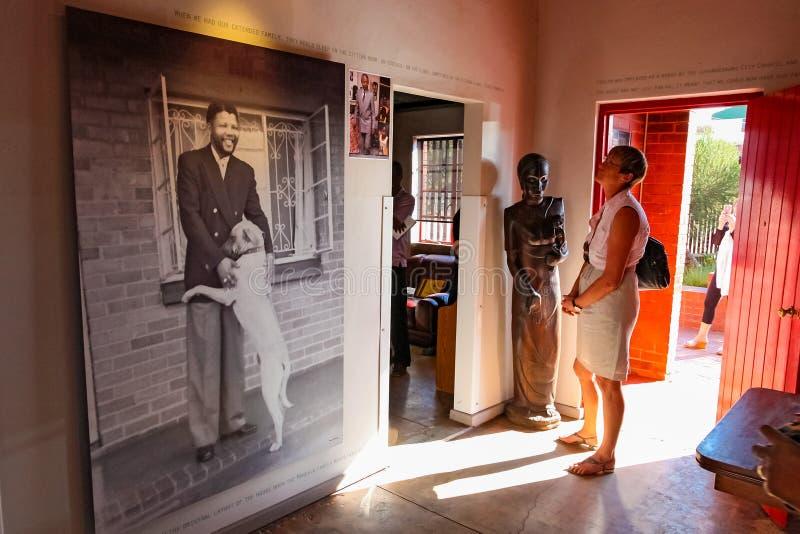 Εσωτερικό σπίτι του Νέλσον Μαντέλα σε Soweto Νότια Αφρική στοκ εικόνα