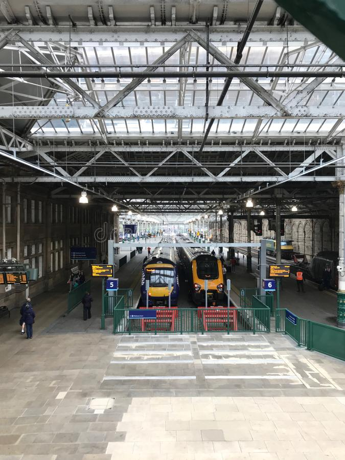 Εσωτερικό σταθμών τρένου του Εδιμβούργου, Σκωτία Waverley στοκ εικόνα με δικαίωμα ελεύθερης χρήσης