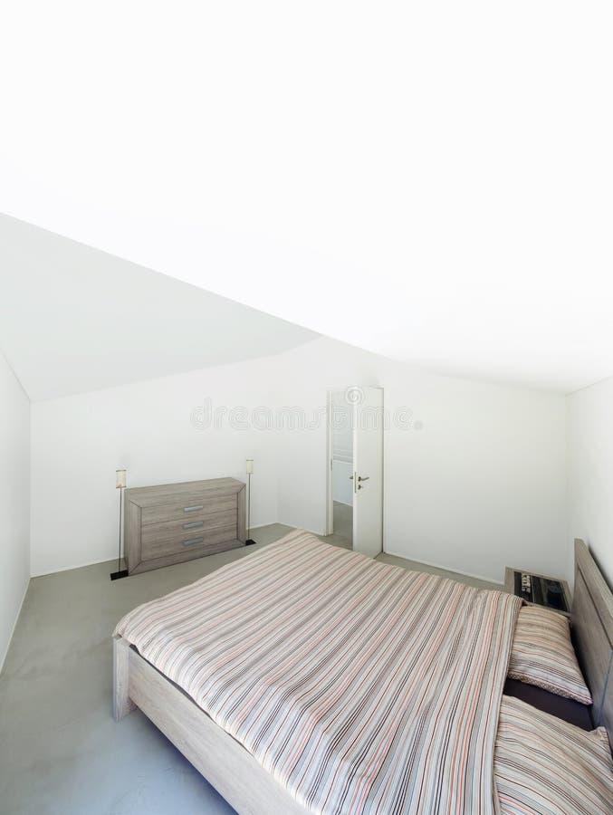 Εσωτερικό, σύγχρονο σπίτι, κρεβατοκάμαρα στοκ φωτογραφία με δικαίωμα ελεύθερης χρήσης