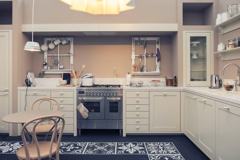 Εσωτερικό της εγχώριας κουζίνας στοκ εικόνα με δικαίωμα ελεύθερης χρήσης