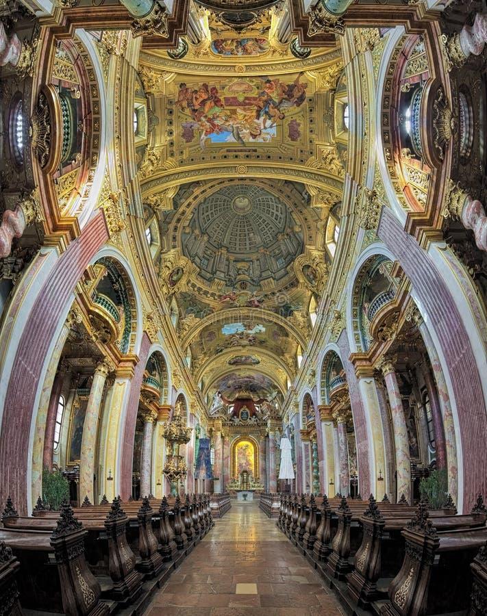 Εσωτερικό της εκκλησίας Jesuit στη Βιέννη, Αυστρία στοκ εικόνες με δικαίωμα ελεύθερης χρήσης