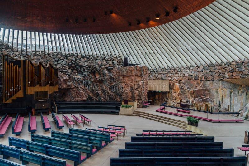 Εσωτερικό της εκκλησίας Temppeliaukio στο Ελσίνκι, Φινλανδία στοκ εικόνες