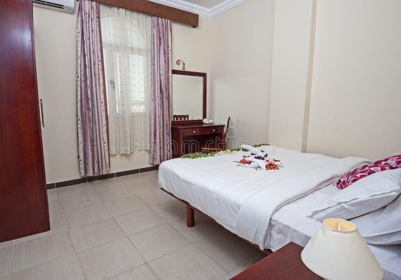 Εσωτερικό της κρεβατοκάμαρας στο διαμέρισμα στοκ εικόνα με δικαίωμα ελεύθερης χρήσης