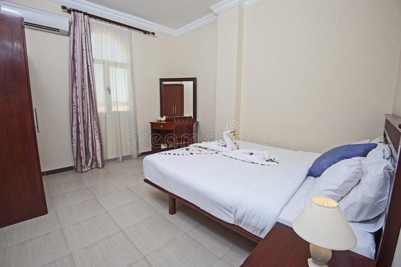Εσωτερικό της κρεβατοκάμαρας στο διαμέρισμα στοκ εικόνα