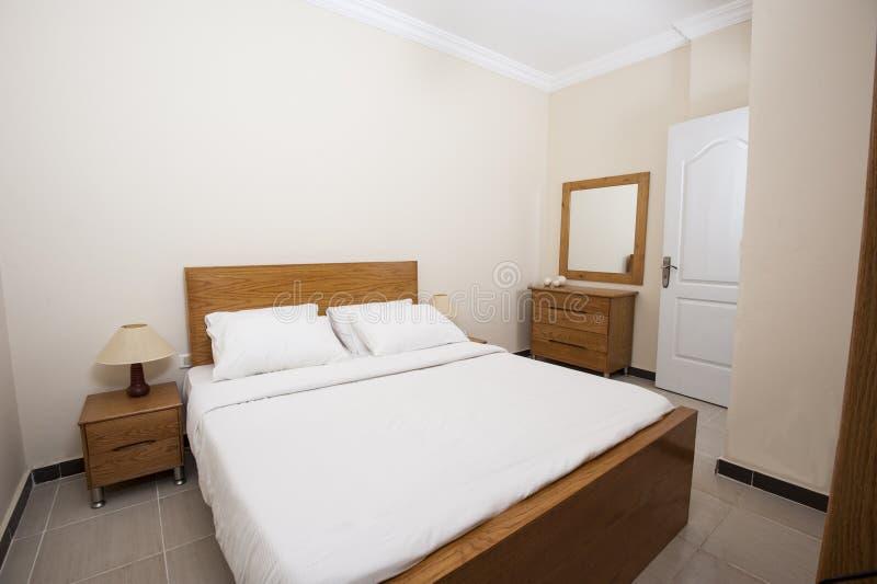 Εσωτερικό της κρεβατοκάμαρας στο διαμέρισμα στοκ εικόνες με δικαίωμα ελεύθερης χρήσης
