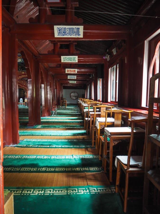 Εσωτερικό της κύριας αίθουσας προσευχής του μουσουλμανικού τεμένους Niujie στοκ φωτογραφία με δικαίωμα ελεύθερης χρήσης