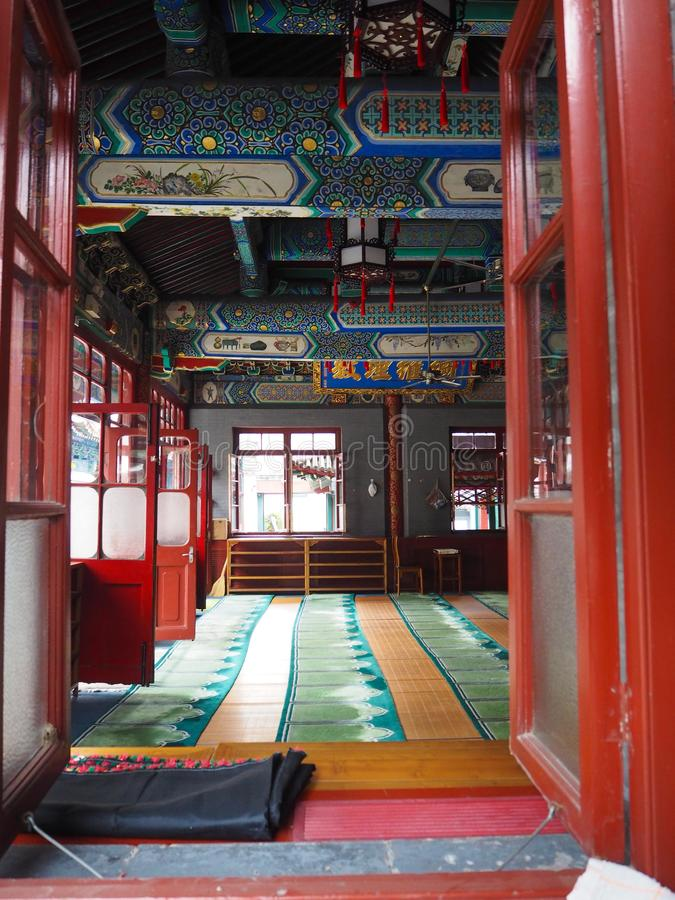 Εσωτερικό της κύριας αίθουσας προσευχής του μουσουλμανικού τεμένους Niujie στοκ εικόνα με δικαίωμα ελεύθερης χρήσης