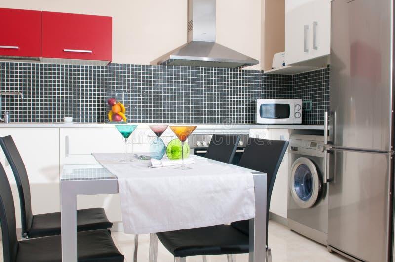 Εσωτερικό της σύγχρονης κουζίνας στοκ εικόνες
