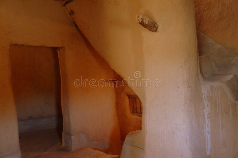Εσωτερικό του αναδημιουργημένου σπιτιού λάσπης, Al Qassim, βασίλειο της Σαουδικής Αραβίας στοκ εικόνα με δικαίωμα ελεύθερης χρήσης