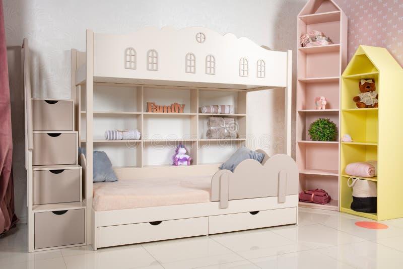 Εσωτερικό του δωματίου παιδιών με το κρεβάτι κουκετών στοκ φωτογραφίες με δικαίωμα ελεύθερης χρήσης