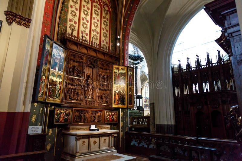 Εσωτερικό του καθεδρικού ναού της κυρίας μας στην Αμβέρσα στοκ εικόνες