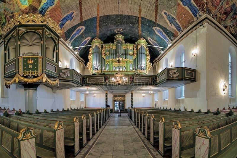 Εσωτερικό του καθεδρικού ναού του Όσλο με την καρέκλα βασιλιάδων και το κύριο όργανο, Νορβηγία στοκ εικόνες