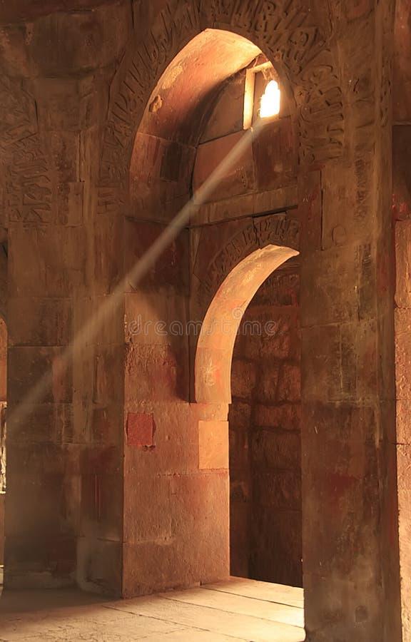 Εσωτερικό του μαυσωλείου Ghiyath Al-DIN Tughluq, Tughlaqabad για στοκ φωτογραφία