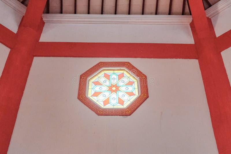 Εσωτερικό του μεγάλου hoo μουσουλμανικών τεμενών cheng σε Purbalingga, Ινδονησία στοκ εικόνα
