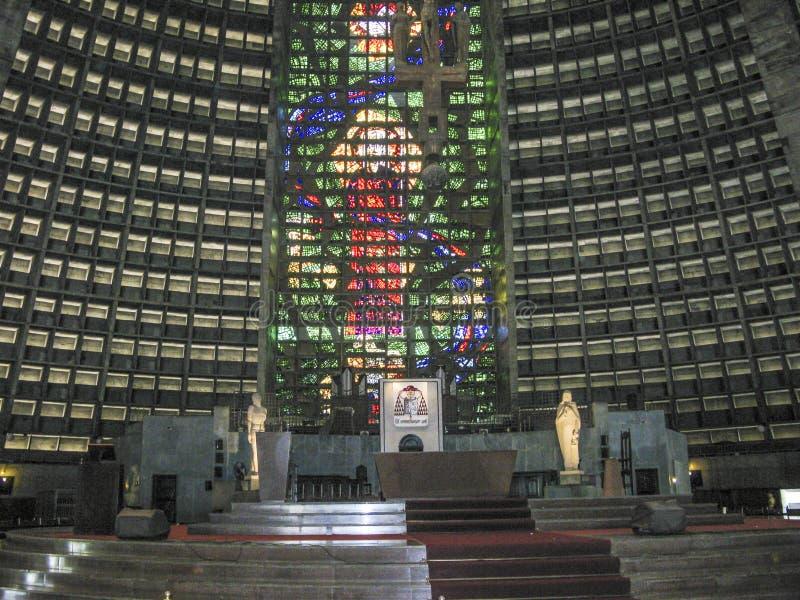Εσωτερικό του μητροπολιτικού καθεδρικού ναού στο Ρίο ντε Τζανέιρο στοκ εικόνα