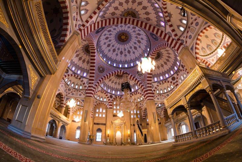 Εσωτερικό του μουσουλμανικού τεμένους η καρδιά Τσετσενίας στοκ φωτογραφία
