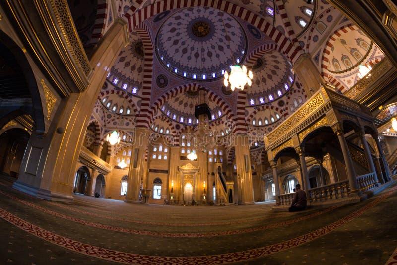 Εσωτερικό του μουσουλμανικού τεμένους η καρδιά Τσετσενίας στοκ εικόνα με δικαίωμα ελεύθερης χρήσης